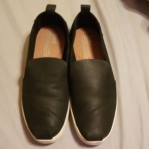 Womens TOMS shoes - Size 7.5 - Used